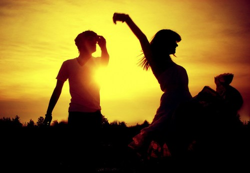 couple-cute-dancing-love-sun-sunset-Favim.com-78506